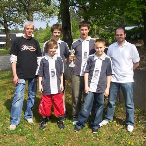 Regionspokalsieger Jugend 2006 – Betreuer Jürgen Fuchs, Niko Fuchs, Matthias Hirsch, Dominik Reißner, Jan Schnurbusch und Betreuer Uli Korrell
