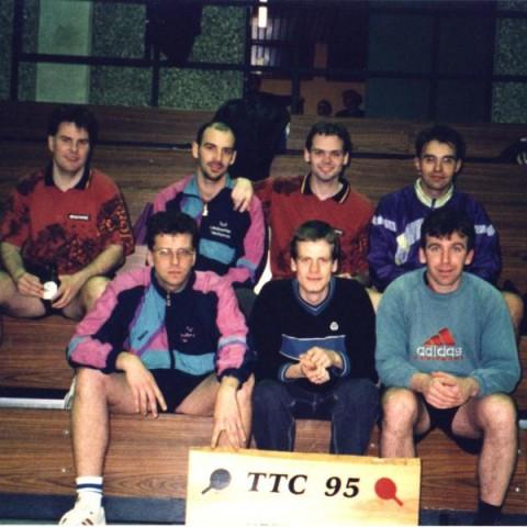 I. Herren 2000, Christian Adam, Dirk Kemmer, Uli Korrell, Ingo Karb (obere R.), Mike Strieder, Roland Oelkuch, Holger Ebert
